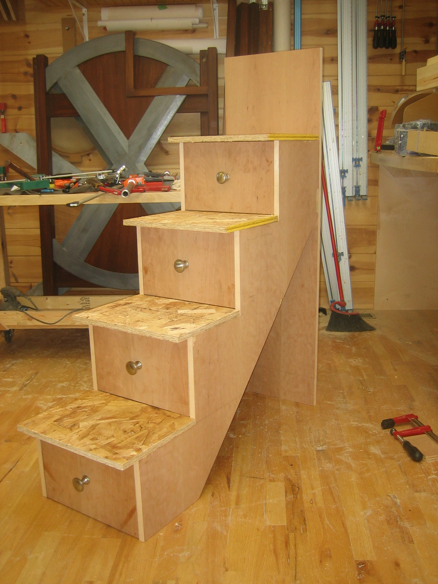 Building the stairs and installation spackle sawdust - Bunk bed with drawer steps ...